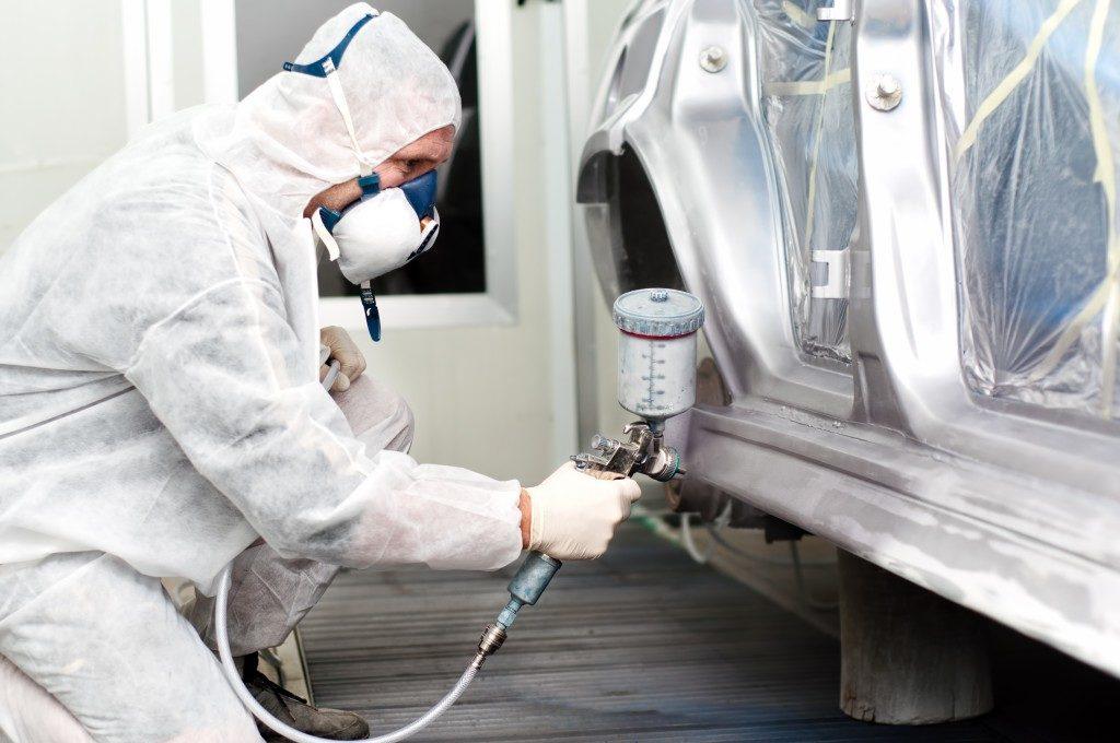 spray painting car