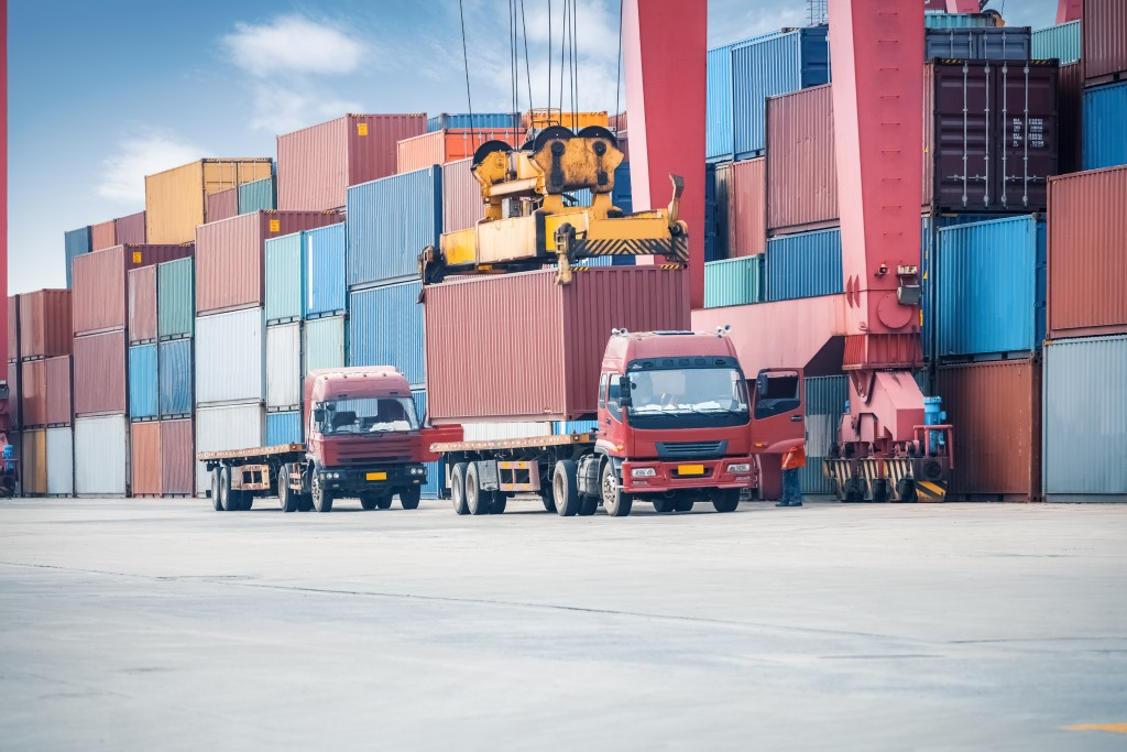 Freight trucks and loading containers