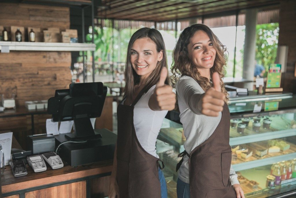 female restaurant employees thumbsup