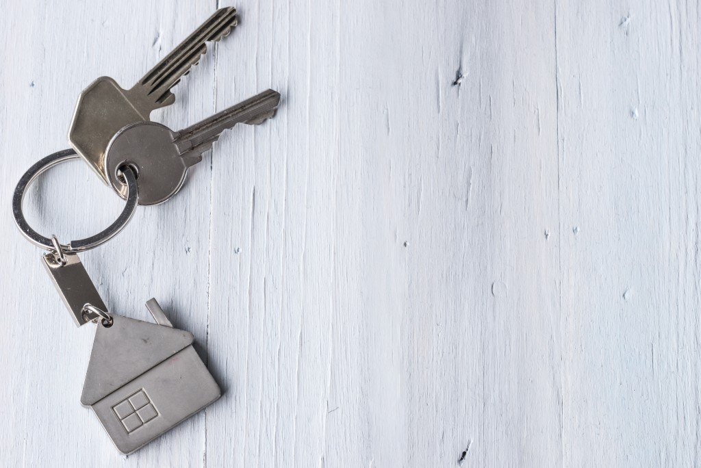 keys with a keychain of a house