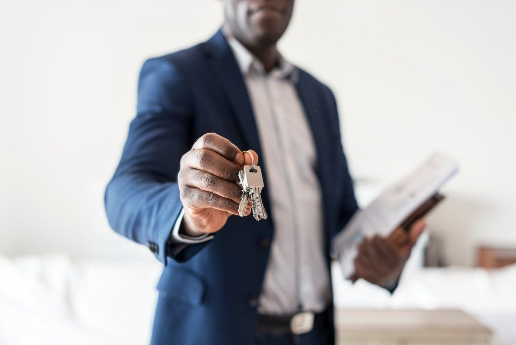 realtor holding out house keys