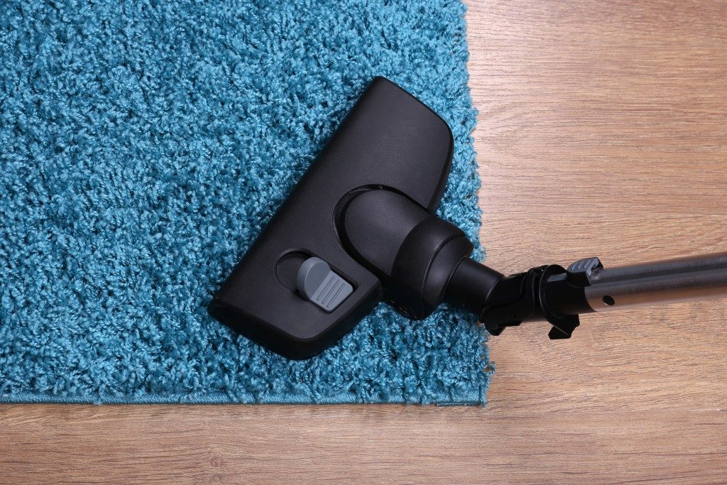 black vacuum cleaner