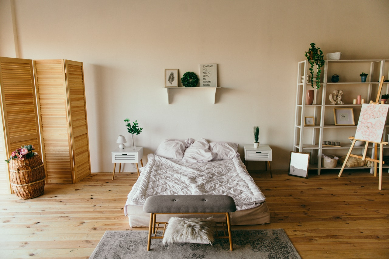a neat bedroom